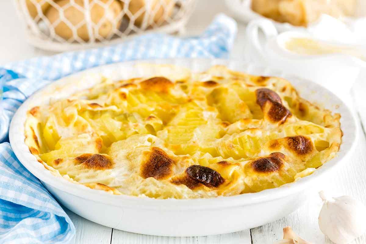 Jauno kartupeļu sacepums ar sieru