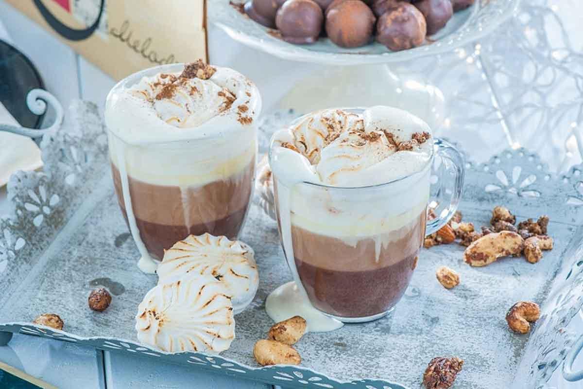 Piparkūku kakao ar dedzinātiem zefīriem