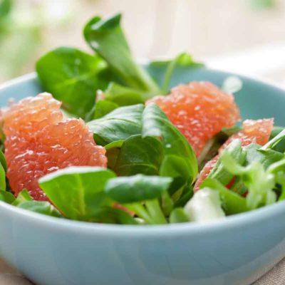 Spinātu un greipfrūtu salāti