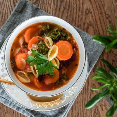 Rudens dārzeņu minestrone zupa