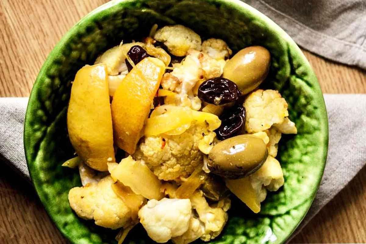 Ziedkāpoposti ar citronu, olīvām un kurkumu